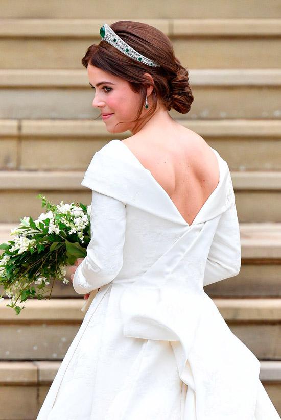 принцесса Евгения в белом свадебном платье с открытой спиной