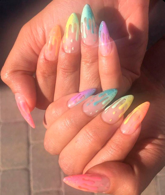 разноцветный френч на длинных острых ногтях