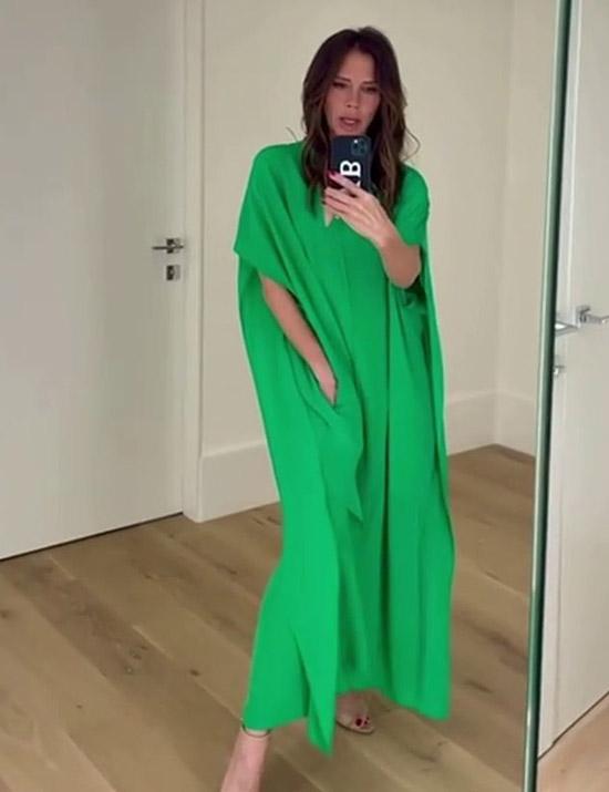 Виктория Бекхэм в зеленом платье кафтане