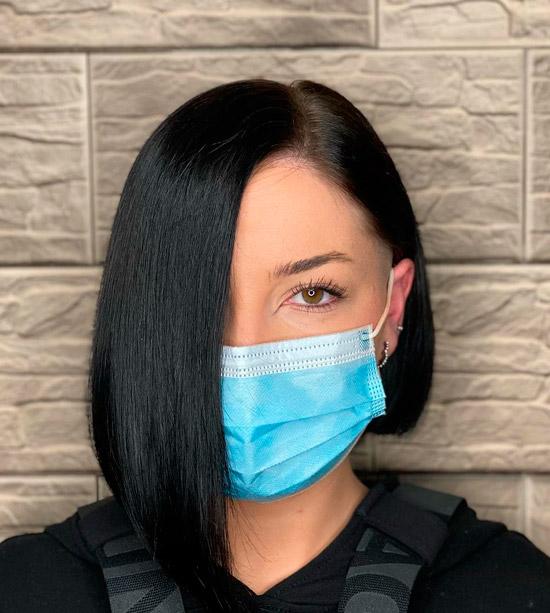 Асимметричный боб на черных волосах