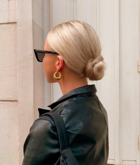 Девушка со светлыми волосами собранные в низкий пучок