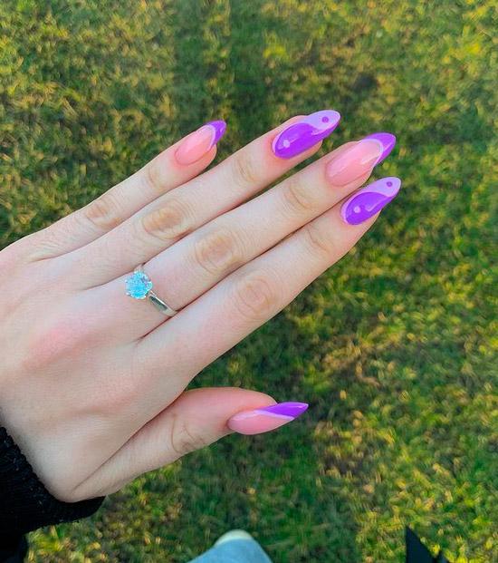 Фиолетовый маникюр инь янь на длинных ногтях