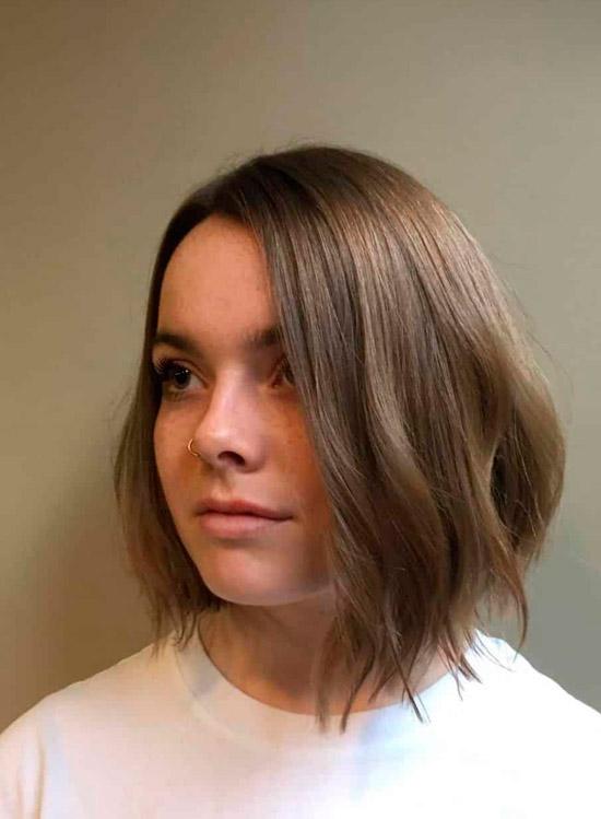 Гладкий удлиненный боб для тонких волос