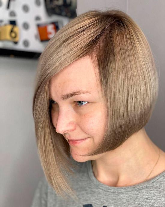 Короткий асимметричный боб для гладких волос