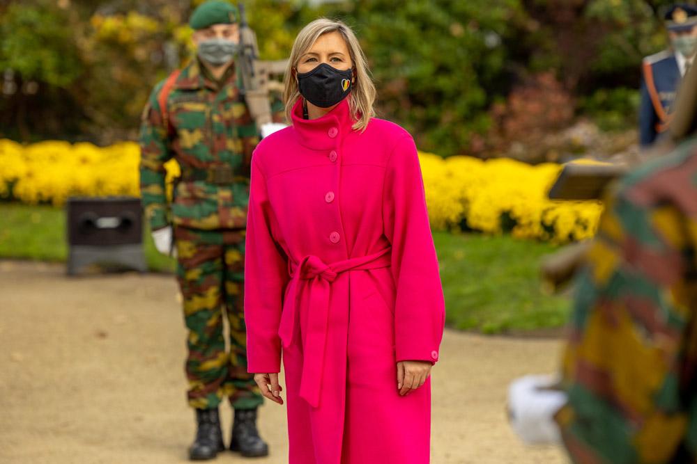 Бельгийская министр в розовом пальто