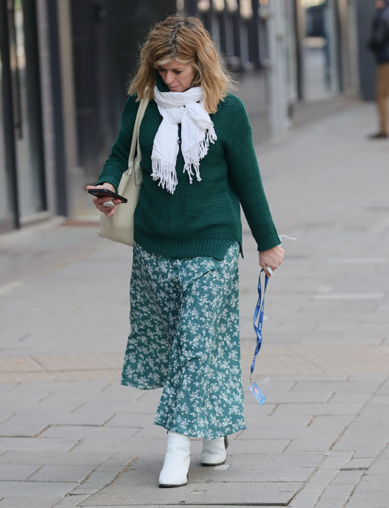 Кейт Каррауэй в зеленой юбке