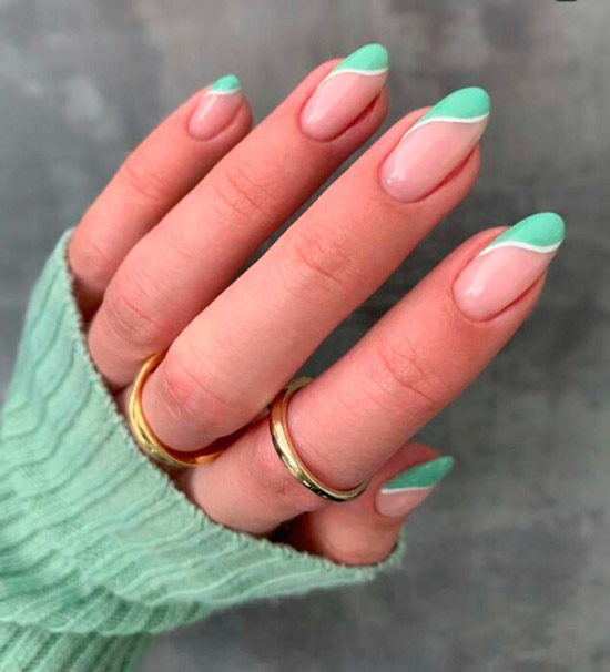Мятный френч на длинных овальных ногтях