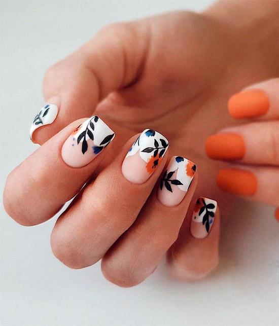 Необычный белый френч с цветами и листьями на квадратных ногтях средней длины