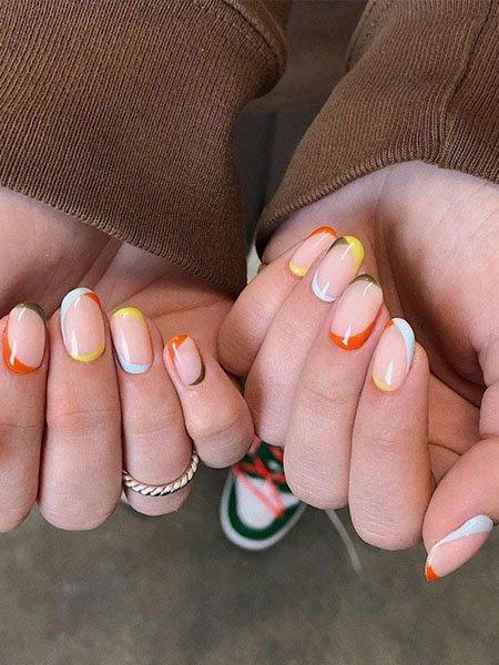 Необычный разноцветный френч на овальных ногтях