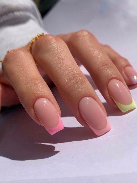 Нежный френч на квадратных ногтях средней длины