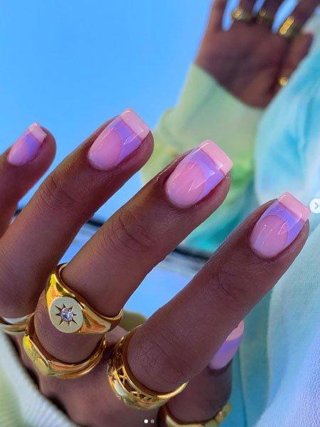 Пастельный розовый френч на квадратных ногтях средней длины