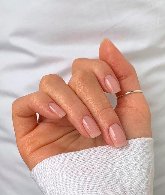 Почти незаметный лак для ногтей, который выглядит очень естественно