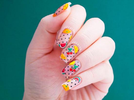 Разноцветный фруктовый маникюр с черными точками на длинных квадратных ногтях