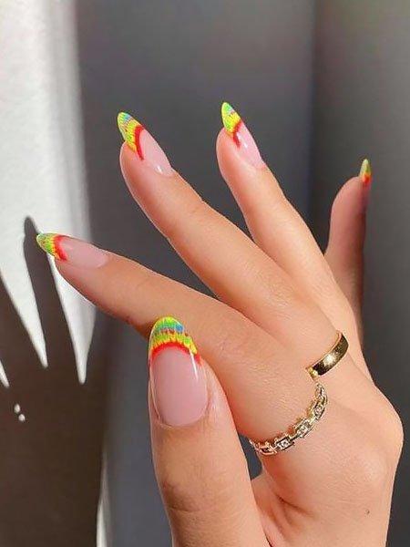 Разноцветный летний френч на овальных ногтях