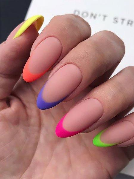 Разноцветный матовый френч на длинных овальных ногтях