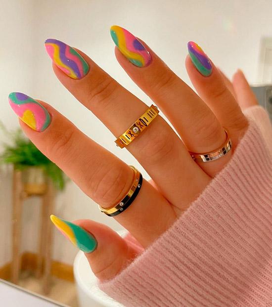 Разноцветный весенний маникюр на длинных натуральных ногтях