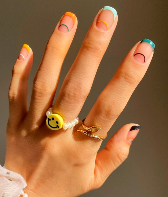 Весенний разноцветный френч на квадратных ногтях