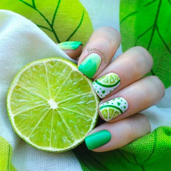 Вкусный зеленый маникюр с фрутовым принтом на квадратных ногтях