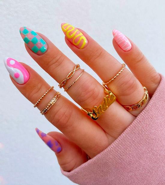 Яркий весенний маникюр на овальных ногтях