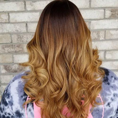 Золотисто-каштановое омбре на натуральных ухоженных волосах