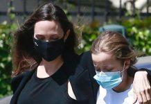 Анджелина Джоли заходит в цветочный магазин и несмотря на мятое платье выглядит безупречно