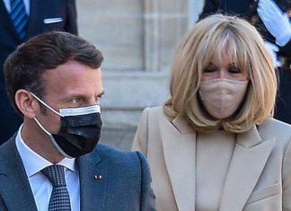 Первая леди Франции подтверждает свою любовь к монохромным нарядам и стильным аксессуарам