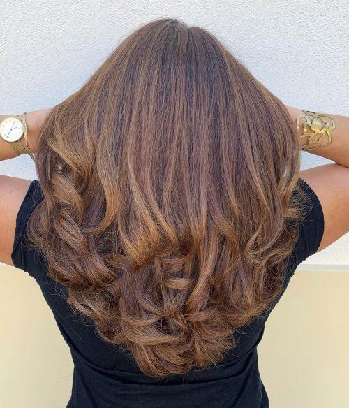 красивые натуральные ухоженные волосы средней длины