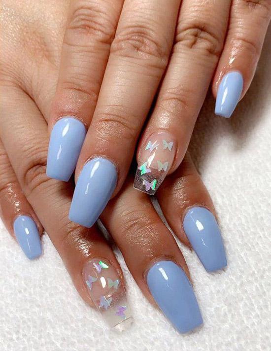 Бабочки на голубых ногтях