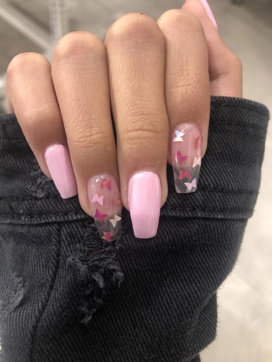 Бабочки на розовом маникюре