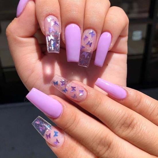 Фиолетовый маникюр с бабочками