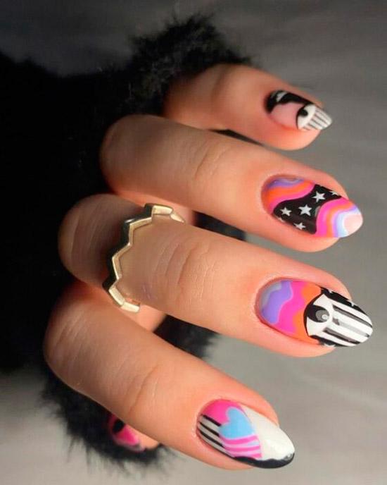 Абстрактный маникюр различных оттенков на овальных натуральных ногтях