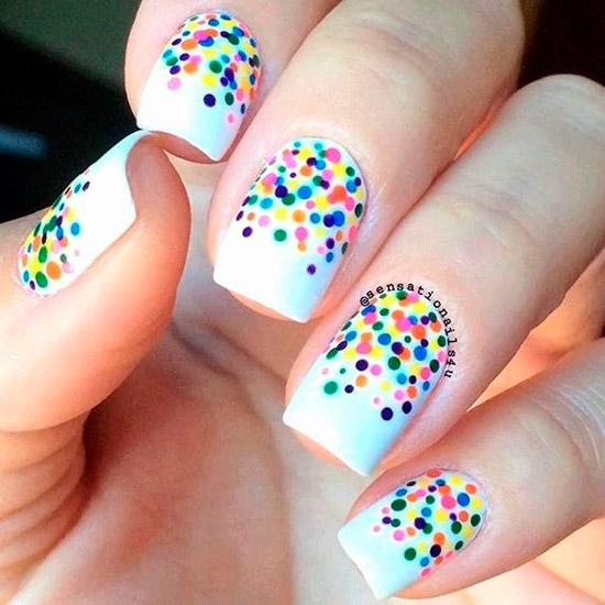 Белый маникюр с разноцветными точками на квадратных ногтях средней длины