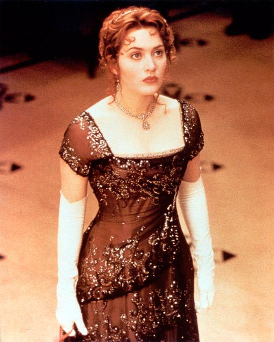 Кейт Уинслет в красном вечернем платье с черной вуалью и блестками в фильме Титаник