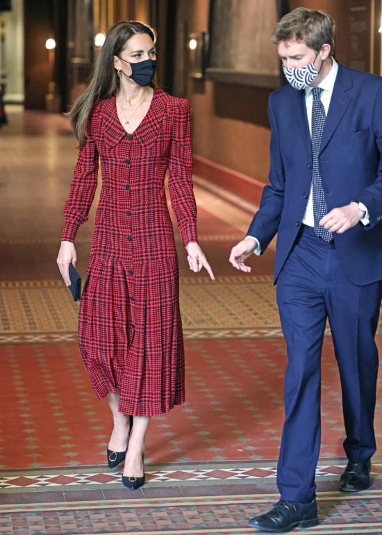 Кейт Миддлтон в красно черном платье