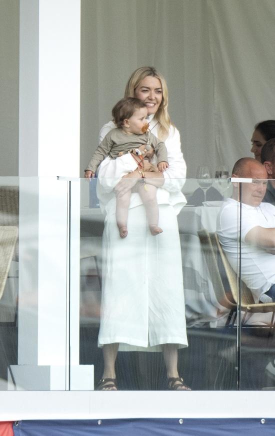Марта Ортега выглядит как счастливая мама