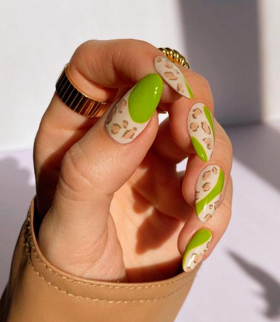 Неоновый зеленый маникюр с животным принтом на длинных ухоженных ногтях