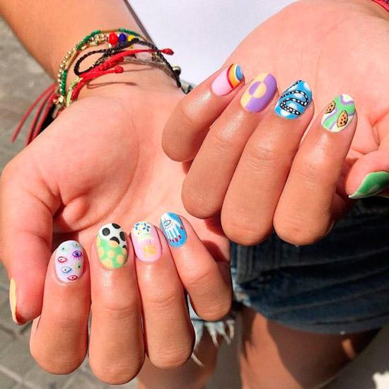 Неповторимый стиль на ногтях средней длины
