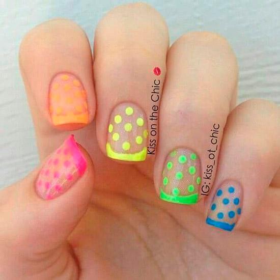 Разноцветный неоновый френч с точками на квадратных ногтях средней длины