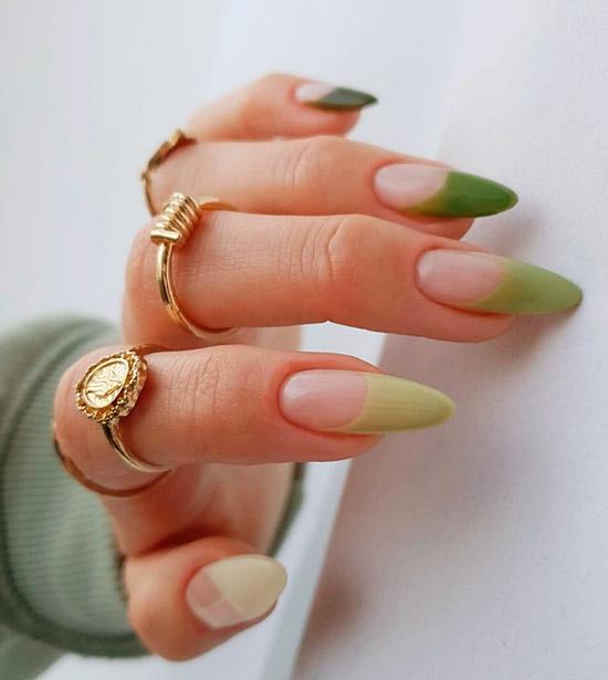 Зеленый френч в пастельных оттенках на длинных острых ногтях