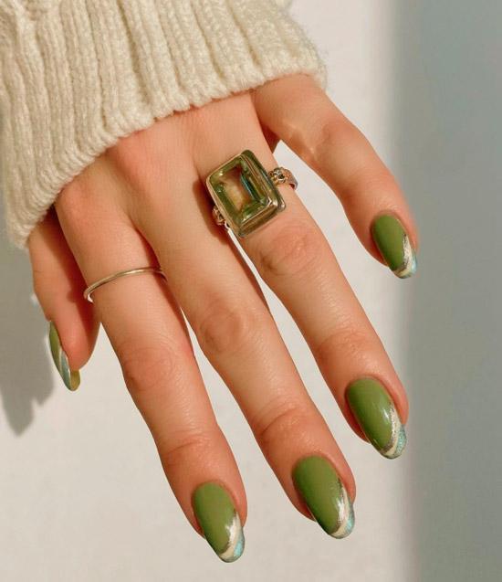 Зеленый маникюр хаки на ногтях средней длины
