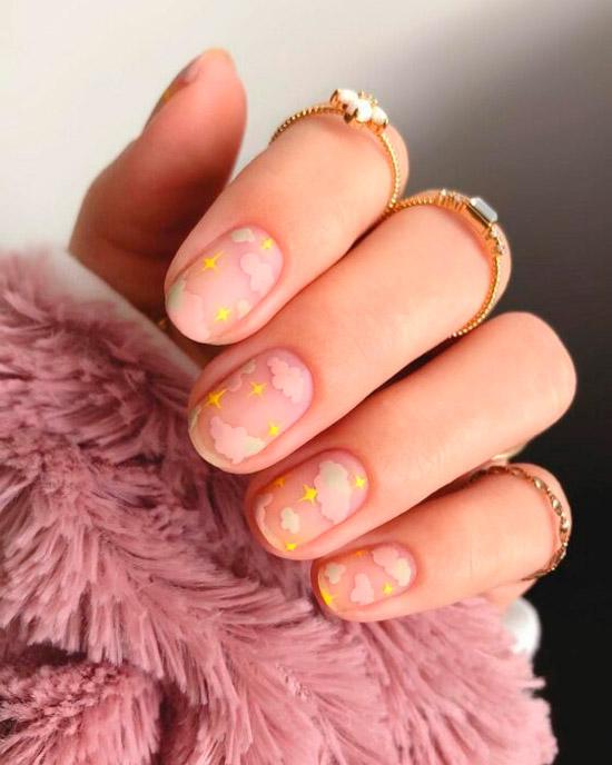 классный маникюр с розовыми облаками на коротких натуральных ногтях