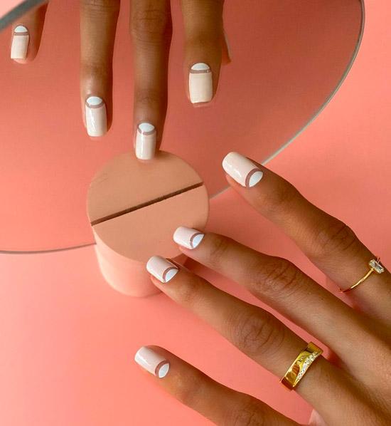 Белый лунный маникюр на квадратных ногтях средней длины