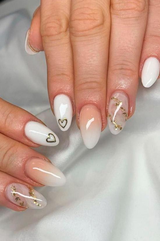 Белый маникюр омбре с золотой фольгой на овальных ногтях средней длины