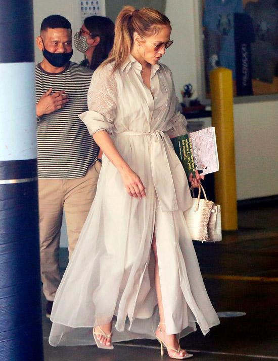 Дженнифер Лопес в пышном длинном платье