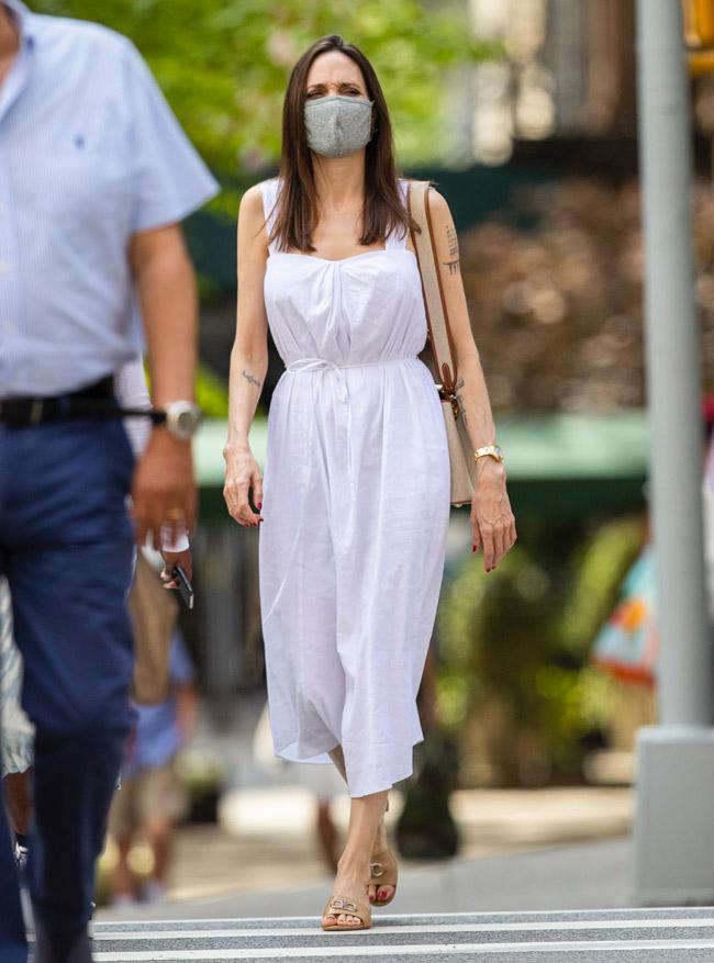 Анджелина Джоли в летнем льняном платье