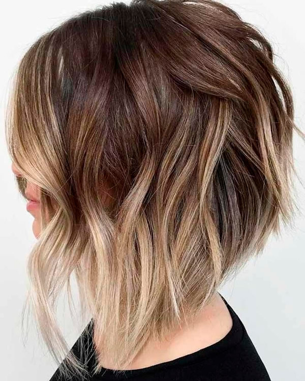 Рваный боб на волосах омбре