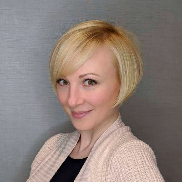 Короткая стрижка с белыми волосами