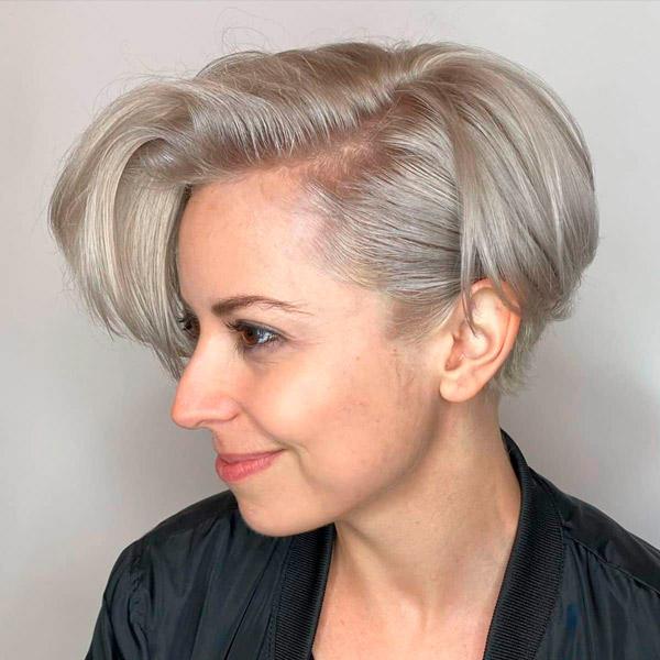 Короткий блонд с асимметричной челкой
