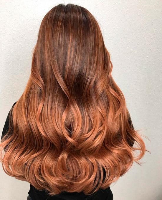 Длинные волосы с коричневым оттенком