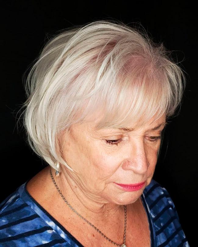 Короткий боб с челкой для пожилых женщин